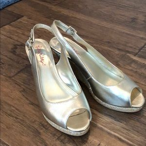 Lilly Pulitzer gold wedge sz 8
